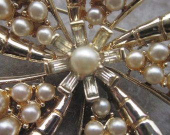 Vintage Gold Tone Brooch with Pearls and Faceted Stones
