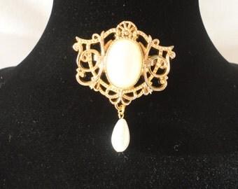 Vintage Japan Made Faux Pearl Brooch*****.