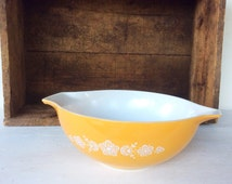 Retro Butterfly Gold Cinderella Glass Vintage PYREX 444 Ovenware Mixing Serving Bowl, Housewares, Kitchenwares