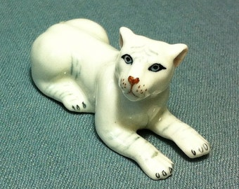 Miniature Ceramic Lion Female Lioness Panther Animal Cute Little Small White Figurine Statue Decoration Hand Painted Collectible Figure Deco