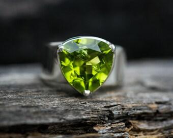 Peridot Ring Size 6 - Peridot ring - Large Peridot Ring - August Birthstone - August Birthstone - Peridot jewelry- Peridot Ring Size 6
