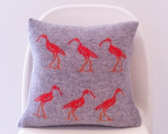 Bird cushion|ibis cushion|knitted cushion|lambswool pillow|knitted pillow|machine knitted|handmade cushion|animal cushion|nature cushion
