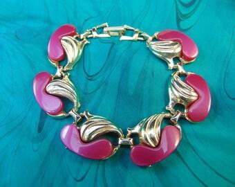 Vintage Gold Tone Bracelet With Dark Pink Lucite Stones