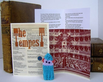 Prospero. Tempest. Shakespeare. This rough magic. William Shakespeare gift box, with knitted actor, folded stage, speech.