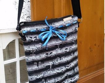 Crochet crossbody bag with butterfly pattern