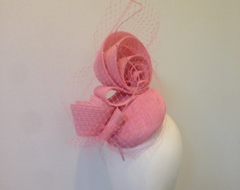 Fascibnators for women baby soft pastel pink veiling ascot melbourne cup oaks day Kentucky derby hat race day wedding modern vintage