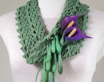 "Infinity loop circle scarf crochet-hand-felted flowers ""Purple Arum"""