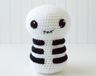 Skeleton Amigurumi Pattern - Skeleton Crochet Pattern - Halloween Gift - Scary Amigurumi Skeleton - Playroom Decor - Toy Skeleton Plush