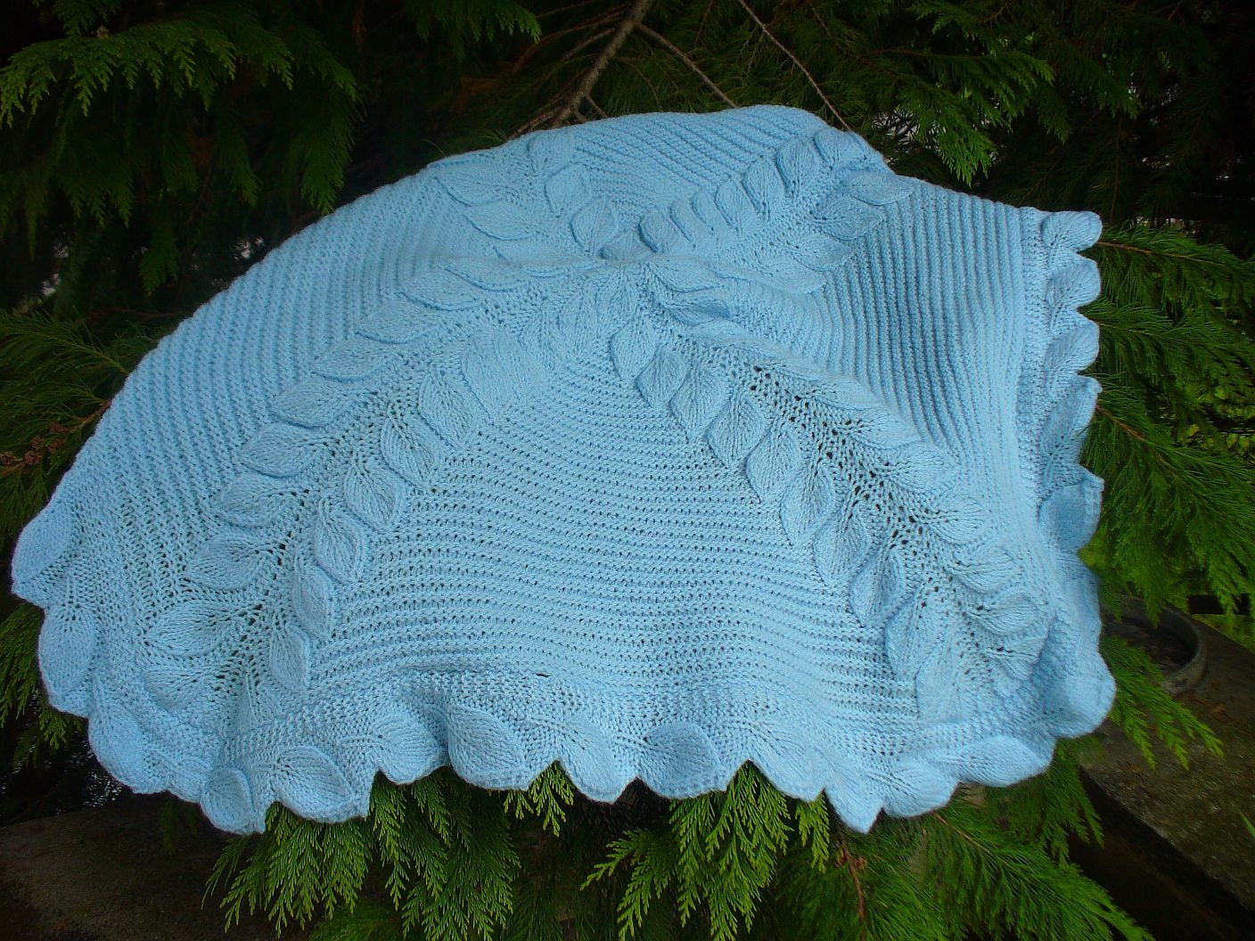 Vogue Knitting Leaf Blanket Pattern : Leaves Baby Blanket Knitting Pattern
