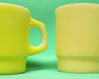 """Vintage Anchor Hocking """"Fire King"""" Stacking Cups (2) Yellow"""