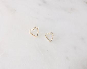 1980's Vintage Gold Wire Heart Delicate Stud Earrings