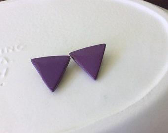 80s purple triangle earrings, purple triangular jewelry, small geometric clip on earrings