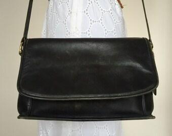 Vintage COACH Black Leather Curtis Bag 9975 Flap Over Shoulder Crossbody Bag