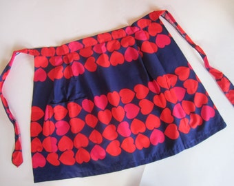 1970s cotton hearts hostess apron