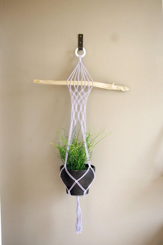 suspension pour plantes en macram mauve et bois par josephinedeco. Black Bedroom Furniture Sets. Home Design Ideas