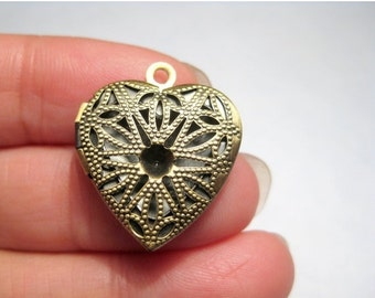 50% OFF Clearance Sale 1pc Antique Bronze Heart Filigree Photo Locket Pendants 20x19mm