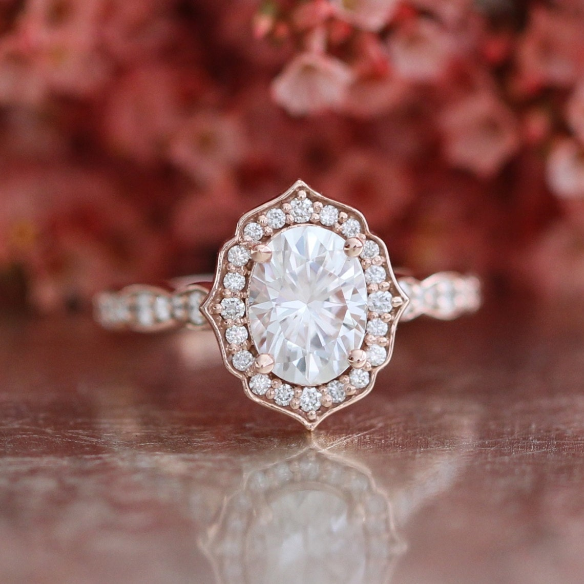 Oval Cut Forever e Moissanite Vintage Floral Engagement Ring
