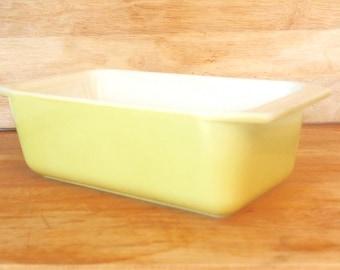 Vintage Pyrex # 913 Bright Yellow Loaf Pan | Bread or Meatloaf Pan | Mid Century  Milk Glass Bakeware | Housewarming Gift