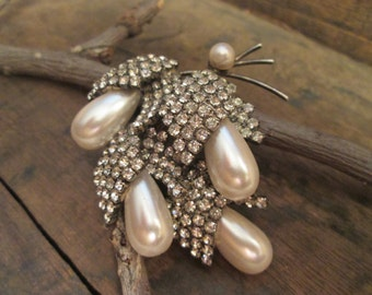 vintage silver tone clear rhinestone and pearl brooch