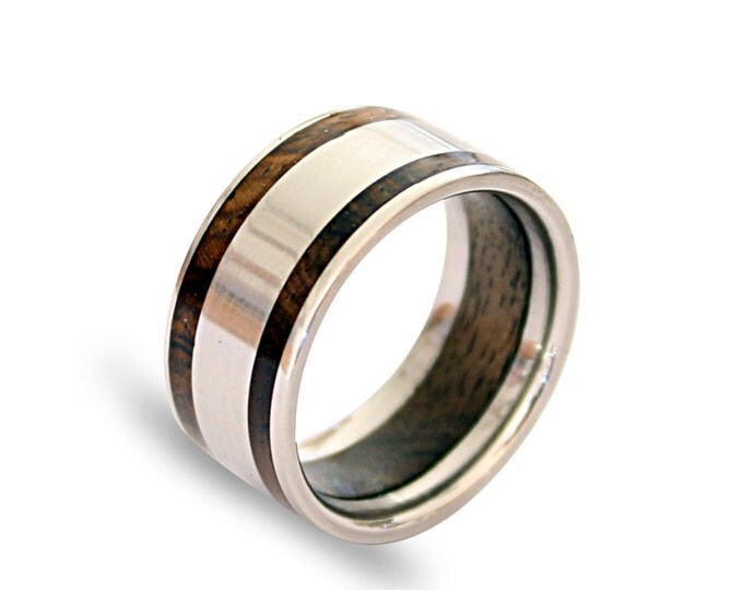 Titanium mens ring with oak wood inner inlay and inlaid with cocobolo wood on two sides