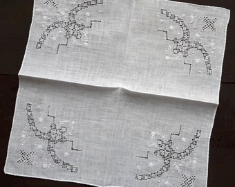 White fine cotton vintage handkerchief with embroidery