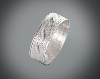 sterling silver signed M-H band with engraved design size 8