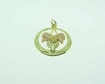 Vintage 10 K gold two-tone leaves pendant
