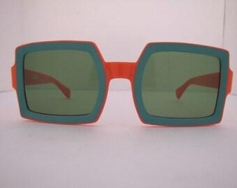 Vintage 1960 MOD Italian Square Sunglasses (532 OG/G)