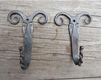A pair of beautiful hand made rams head wall hooks B12