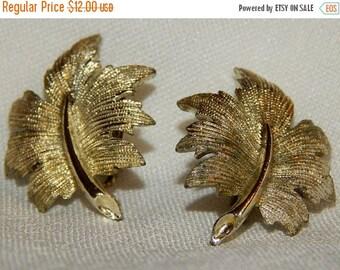 SALE Lovely Vintage Emmons Oak Leaf Earrings