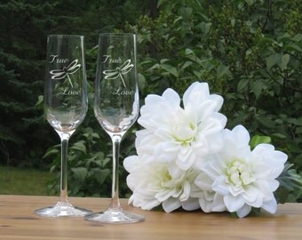 Dragonfly Champagne Glasses / True Love / Set of 2 / Engraved Champagne Flutes / Bride - Groom Toasting Glass / Wedding Glasses