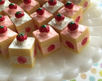 Strawberry Cake Resin Cabochons - Kawaii Miniature Sweet Decoden Cakes - 13mm - Doll house miniatures