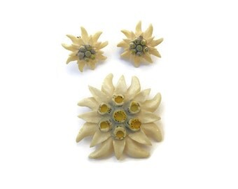 Celluiold Earring Pin Brooch Set Flower Germany Ivory White 1940s 1950s Screwback