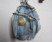 collier argent vintage elfique porcelaine froide pétale bleu coquillage nacre