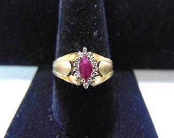 Womens Vintage Estate 14k Yellow Gold Ring w/ Garnet & Diamonds 3.6g E2130