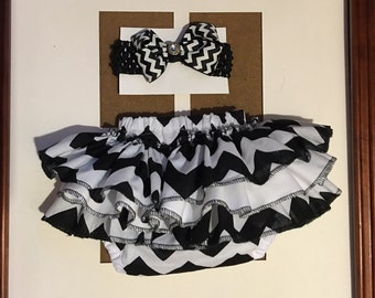 Baby fancy black and white ruffle bottom with headband