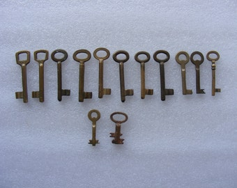 Lot 13 old vintage brass antique skeleton keys