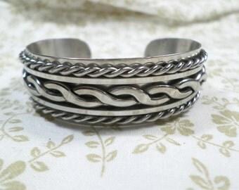 Beautiful! Vintage Silver Tone Bangle Bracelet DL# 7999