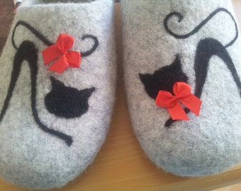 Felted slippers. Handmade House shoes. Womens slippers. Women shoes Cats. Handmade slippers. Woolen clogs. Gift for her. Traditional felt
