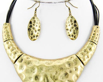 Fitbit Jewelry Set for Fitbit Flex or Flex 2 Fitness ˇrackers - The PERI Hammered Gold and Leather Necklace and Earrings Set - SHIPS FREE