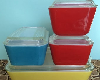 Pyrex Refrigerator Dishes with Glass Lids in Primary Colors - Set of 4 - Midcentury Modern Vintage Kitchenware