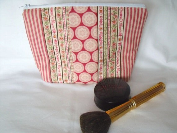 pink cosmetic bag, toiletry bag, make up holder, large zipped pouch, quilted clutch, pink floral fabric