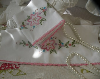 50s Vintage Victorian Flower Pillowcase Set
