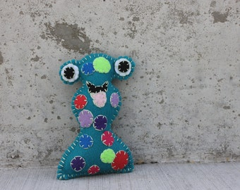 Zuggle Alien Monster Plushie in teal with spots