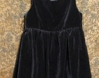 6X - An adorable little black 2pc, vintage suit, black velvet dress, lonng jaclet,  satin fuffle velvet collar and cuffs, with pink roses.