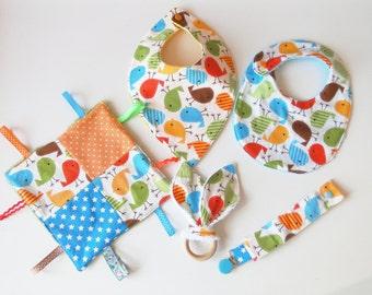 "Kit of birth ""chicks""  : bib, pacifier clip, blanket, bandana bibs and teething ring"