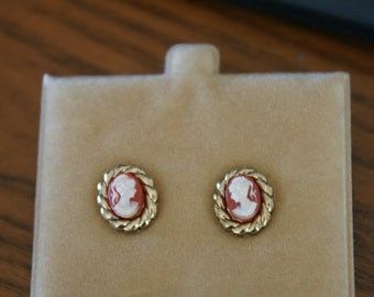 Vintage Gold Tone Victorian Lady Cameo Pierced Earrings White on Red BT-489