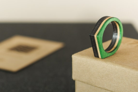 SKATEBOARD recycled ring green and black (wood)