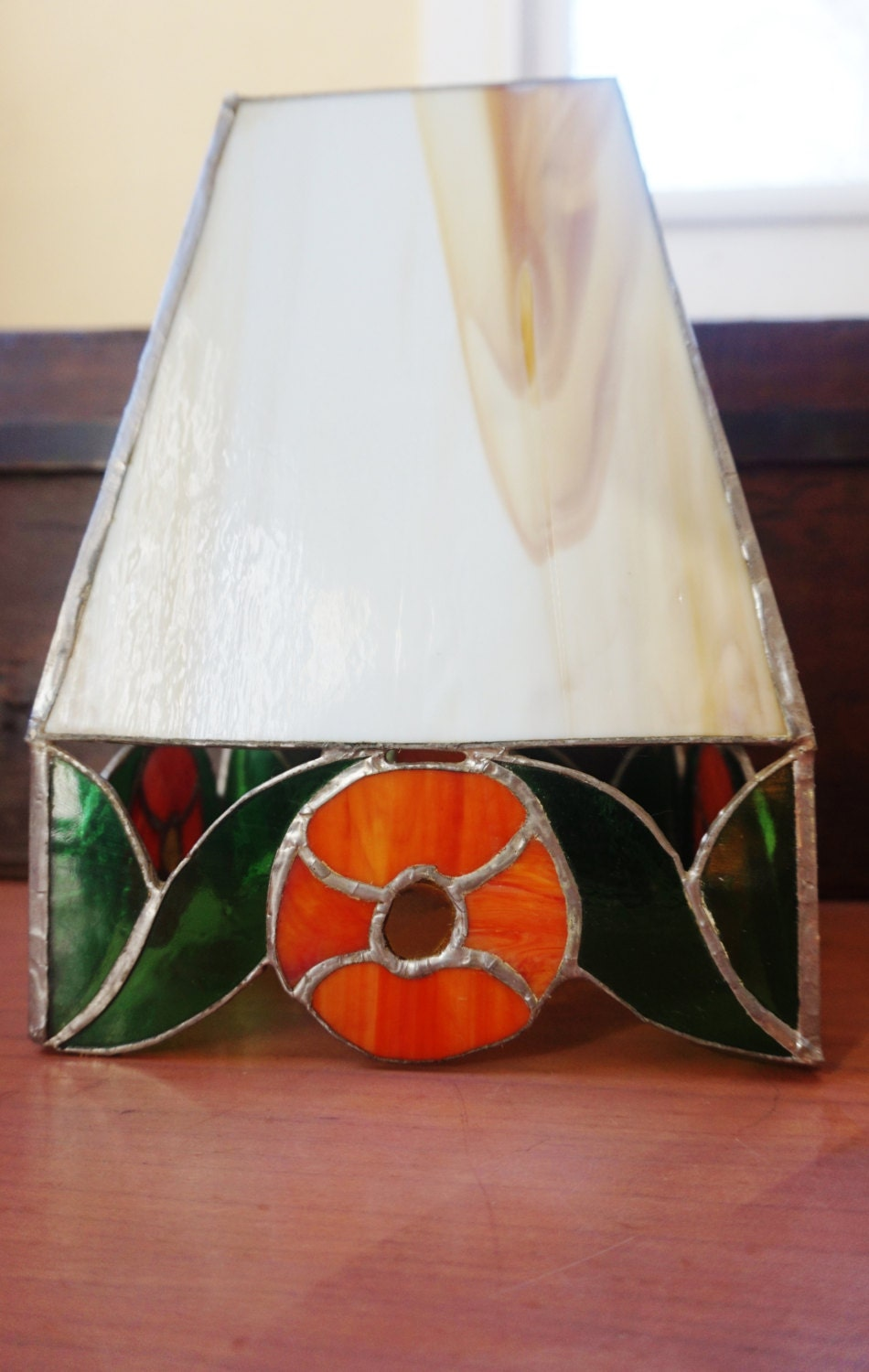 stained glass lamp shade hand made vintage in beige orange and. Black Bedroom Furniture Sets. Home Design Ideas
