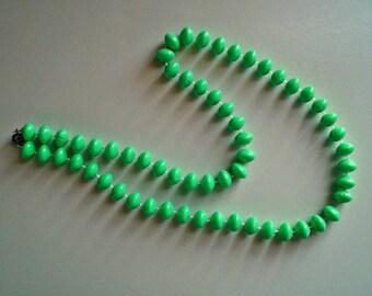 Ladies Vintage 1950's Mint Green Plastic Beaded Single Strand Necklace